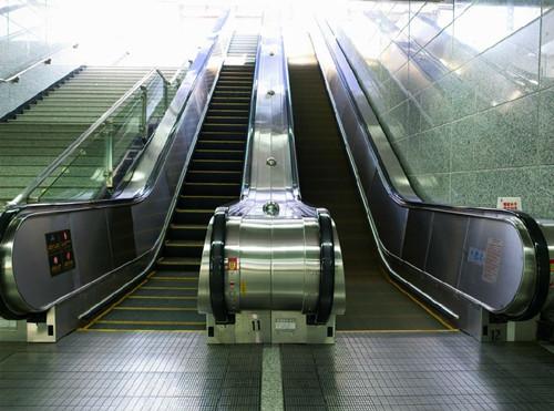 2012年,日立电梯在广州科学城制造基地成立了扶梯工厂,设立了国内先进