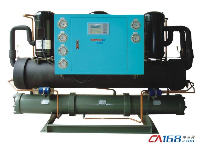 厂家直销 开放式冷水机 螺杆式冷水机   特点   1.采用进口高品质压缩机及进口水泵,安全宁静、省电耐用。   2.采用全电脑温控器,操作简洁,能准确地控制水温在±3至±5。   3.冷凝器及散热器设计独特,换热效果更佳。   4.有电流过载保护,高低压控制及电子式时间延迟安全装置,当发生故障时及时发出警报及显示故障原因。   5.