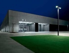 采用倍福基于 PC 的控制技术对 AEC Pole Division 生产大楼进行自动化改造