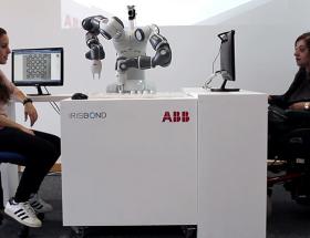 ABB联手Irisbond发明眼控机器人,让瘫痪病人用眼睛下棋