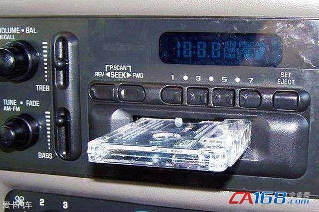 然而提及汽车中控的起源,不得不想到最初的车载电话机和收音机.